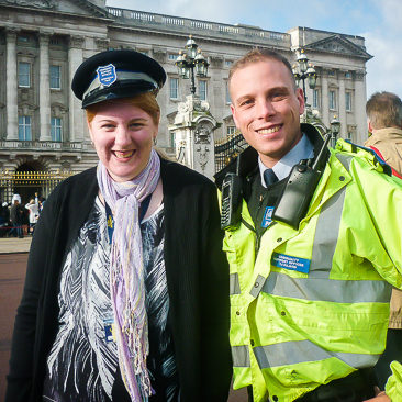 girl and a policeman outside buckingham palace